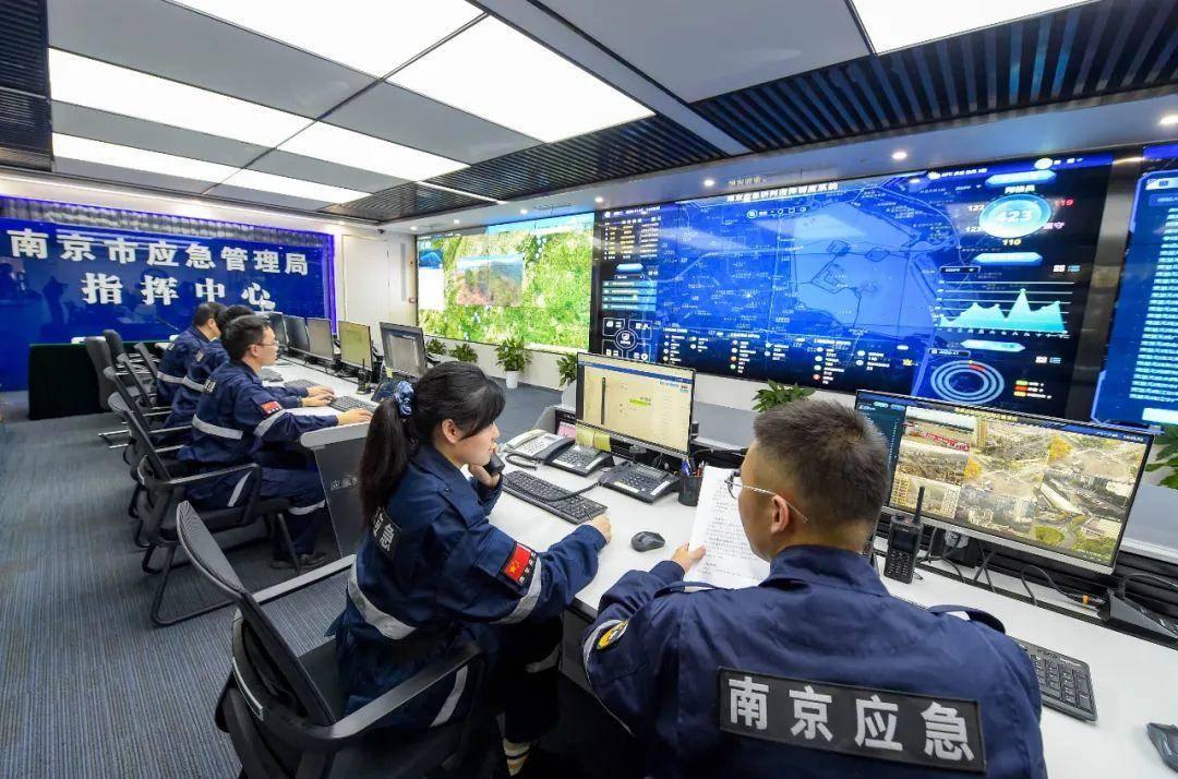 """南京市应急管理局指挥中心,""""181""""信息化系统全面开启了""""智慧应急""""新模式。南报融媒体记者 段仁虎摄"""