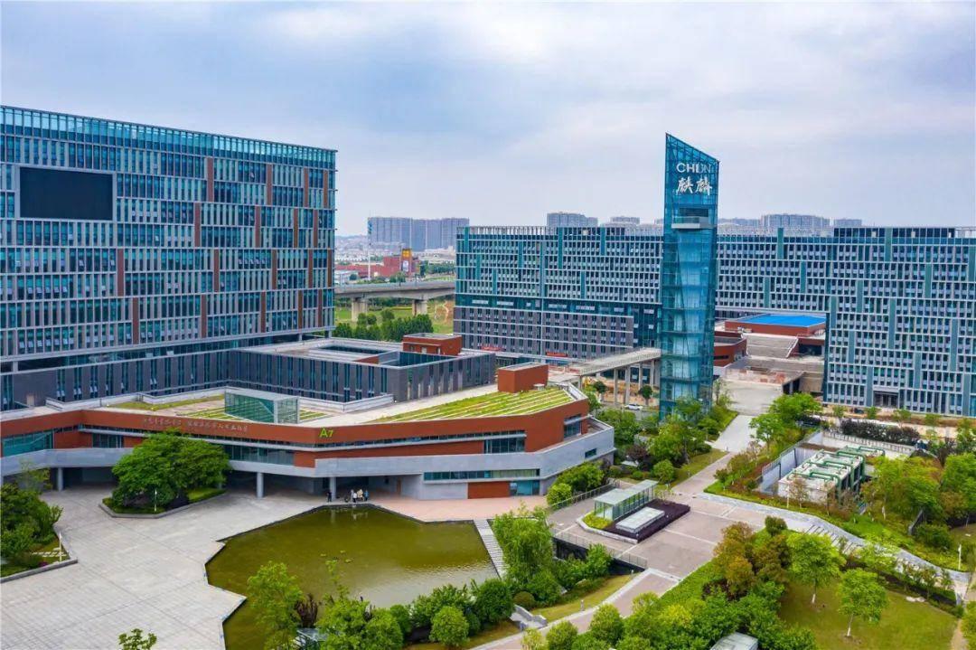 南京麒麟科技創新園區已建成全市第一個機器人研發園、全國第一個綜合機器人展示體驗館、全國第一個中國科協海智計劃機器人研發基地。通訊員 曹秋雯 南報融媒體記者 崔曉攝