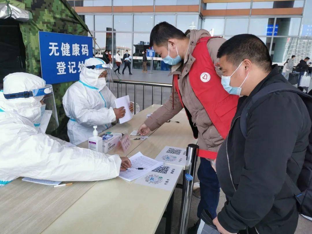春节期间,共有95名青年志愿者在铁路南京南站和玄武湖青年志愿服务站,为旅客游客提供了便民志愿服务。通讯员 宋超越 南报融媒体记者 崔晓 摄