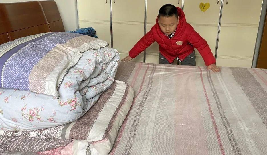 學生們在家積極參與居家勞動。圖源:瑞小e校園