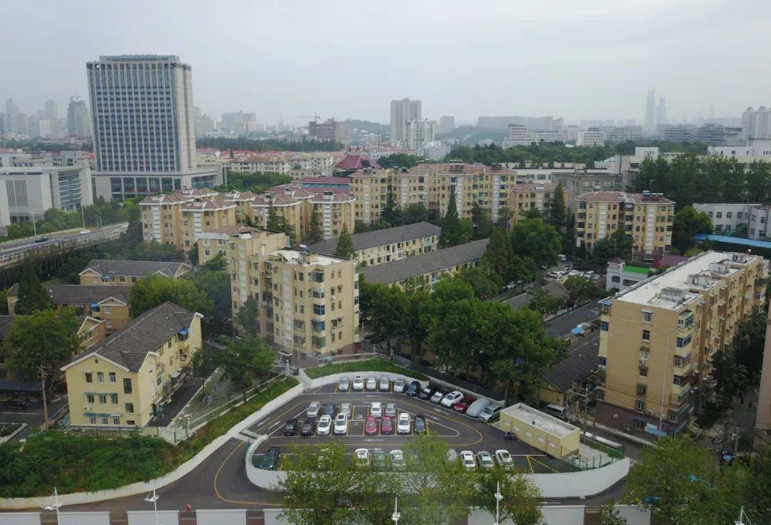鼓樓區寧海路街道古平崗1號小區通過環境整治新增停車位、小區綠化,提升居民生活品質。南報融媒體記者 徐琦攝