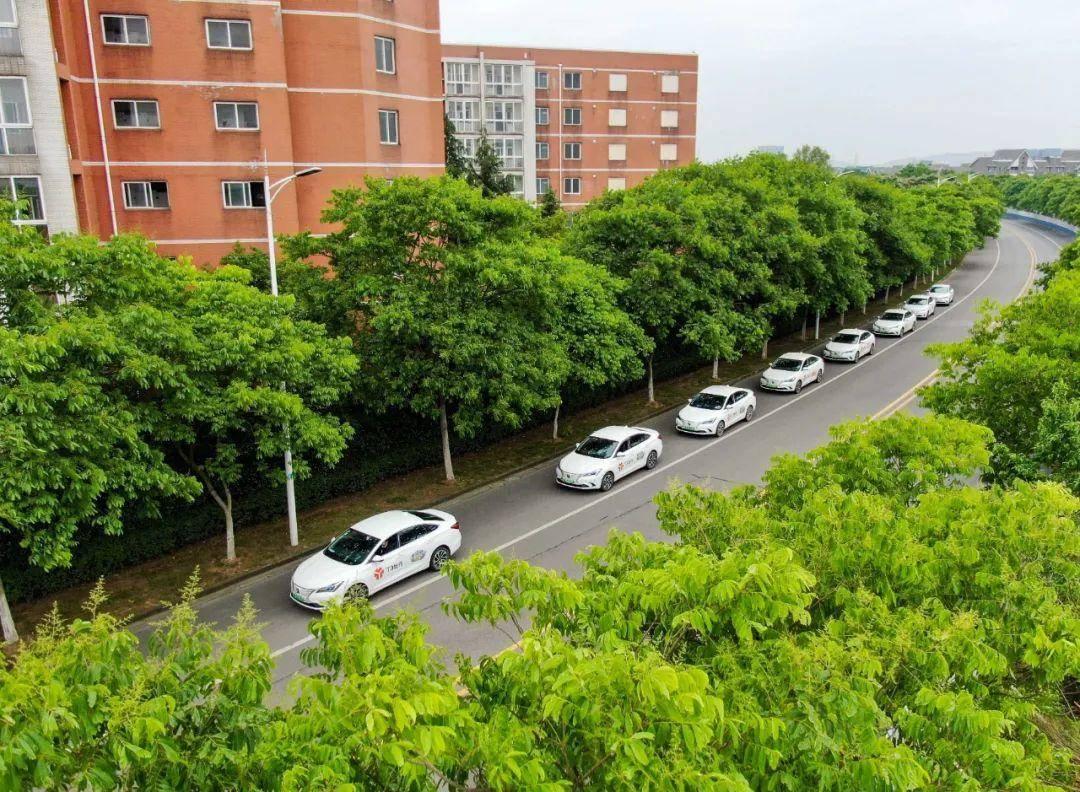 道路上的T3出行車輛。南報融媒體記者 段仁虎攝