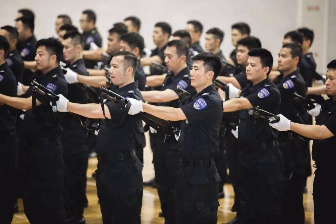從2019年起,南京市公安局治安支隊保安監管大隊連續兩年舉辦全市保安員職業技能大賽,全市200余家保安服務企業1.7萬余人參加了競賽,先后評出28名優秀保安。圖源:南京公安社會動員