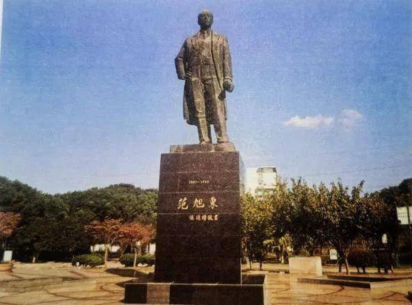 范旭东塑像。受访者供图