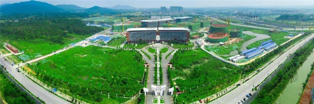 江蘇第二師范學院(上)、南京工業大學浦江學院溧水校區(下)。石湫街道供圖