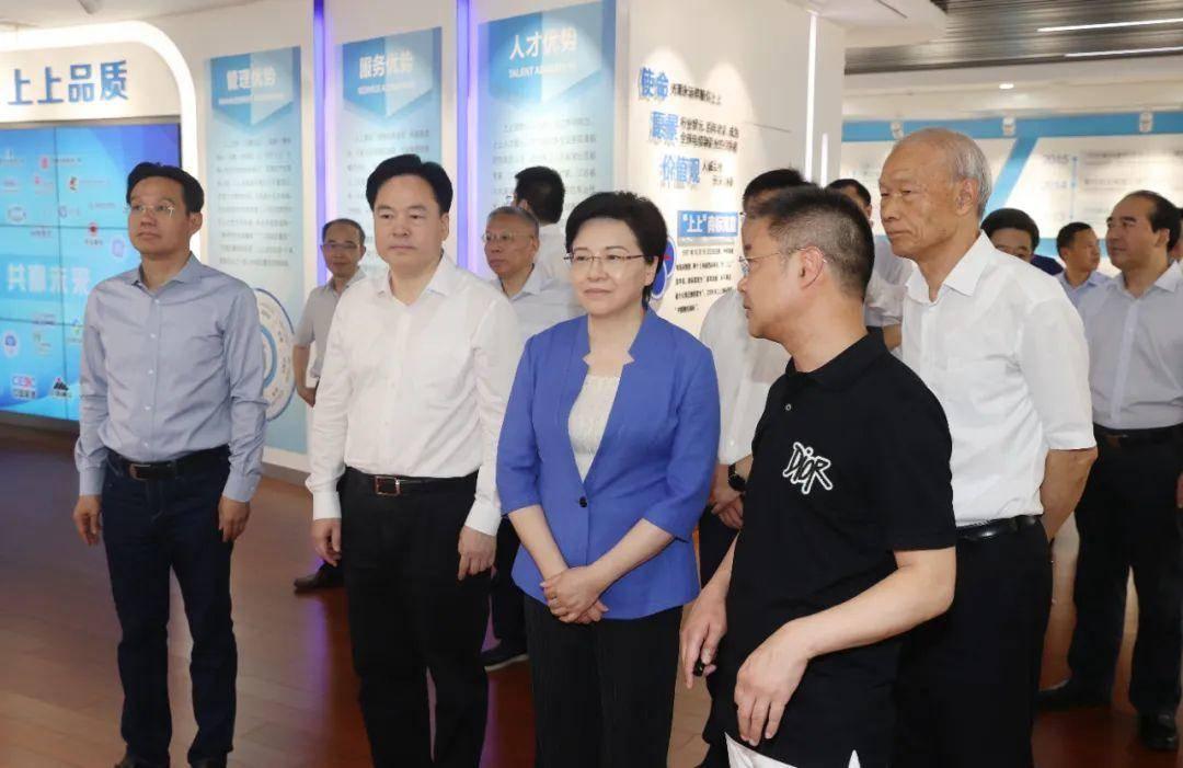 韩立明一行调研江苏上上电缆集团。南报融媒体记者 崔晓 摄
