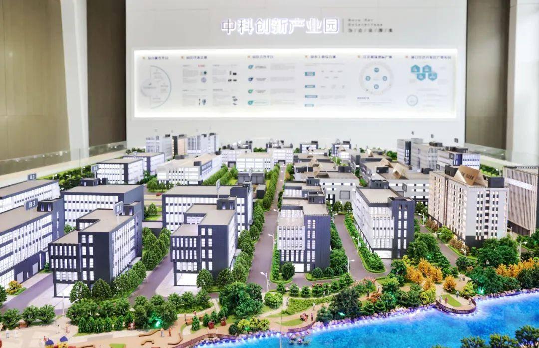芯谷集成电路产业园项目观摩现场。南报融媒体记者 崔晓 摄