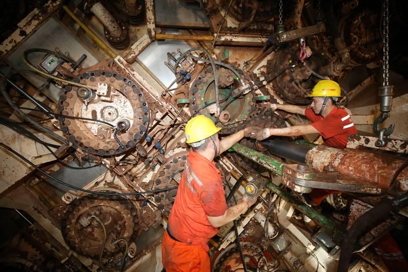 和燕路过江隧道不绝 工 建立者工地上过大年