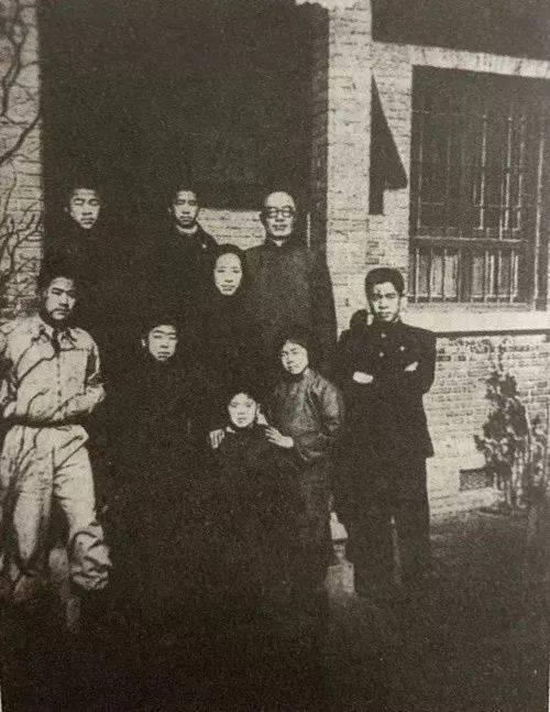 王家人在福音里留下的全家福。 圖片由王寧提供